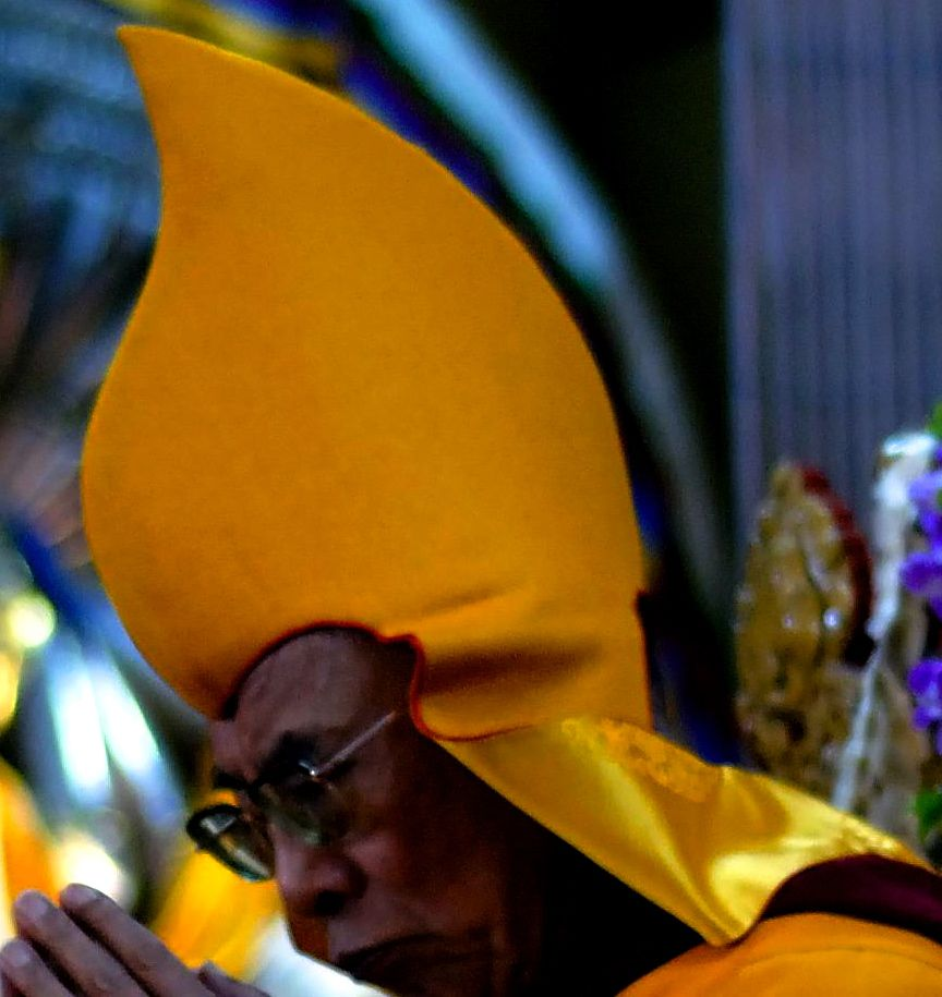 11.DalaiLámaOldalrólK